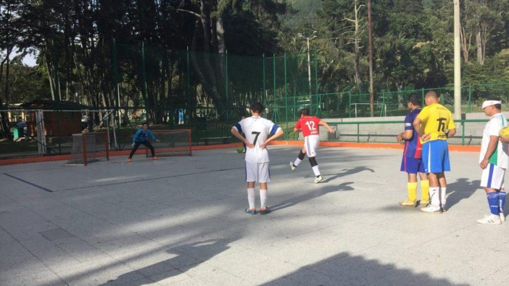 Entrenamiento de la Selección Cundinamarca de futbolistas ciegos.